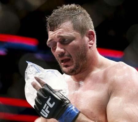 UFC планирует найти альтернативу перчаткам ММА.