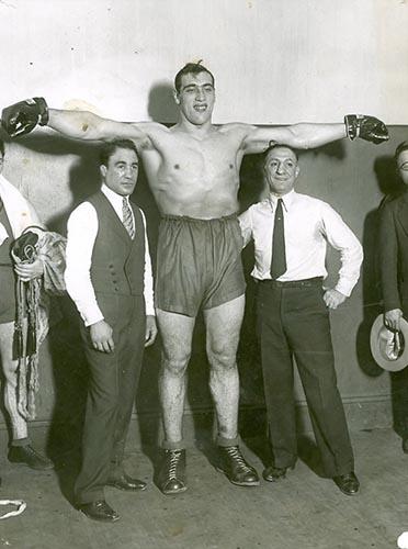 Примо Карнера: гигантский боксер под покровительством мафии.